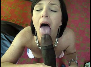 Uber-sexy Cougar doing fellatio for..
