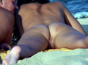 Bare mature Women beach hidden cam HD..