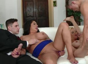Swinger Zoey Portland pummels for her..