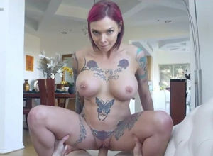 Pretty inked woman Anna Bell Peaks..