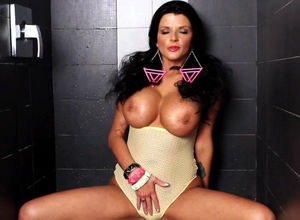 Joslyn James in Mouth-watering Douche..