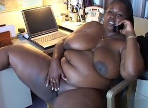 Mature ebony Plus-size  to chat filthy..