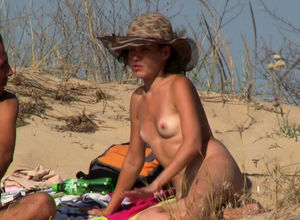 Hidden cam Beach Amateurs Females..