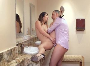Cuckold Hubby and Wifey go to the shower